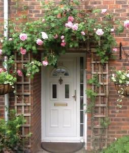 3 Bedroom House in Essex - Basildon - House