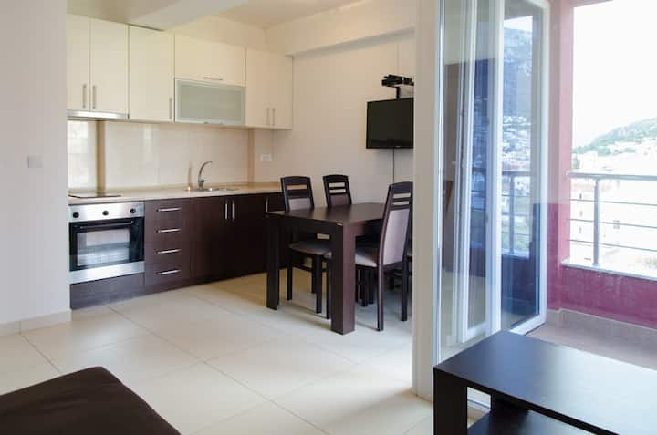 Lotus Apartment, new and comfy, beach is in 500 m