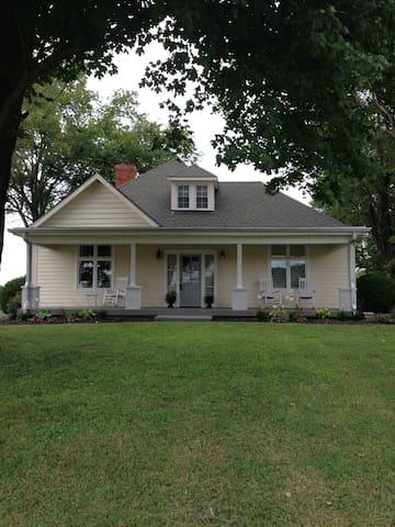 1905 Farmhouse - Franklin