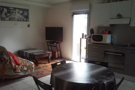 Appartement T2 Duplex avec Terrasse Centre Ville - Huoneisto