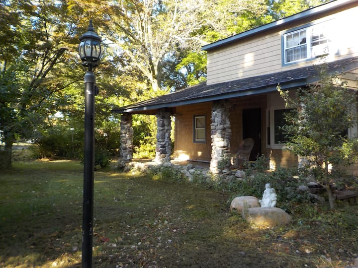 1-3 guest Private Home , No Cleaning Fee,
