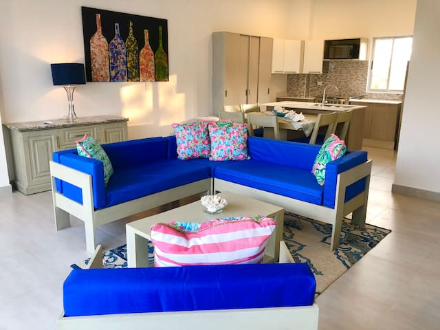 New Modern Talanguera Condo, convenient location