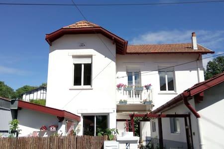 Chambre privée maison Notre Fleur - Biarritz - Hus