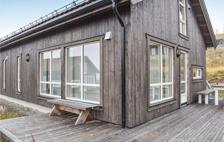Amazing home in Øyer with 4 Bedrooms