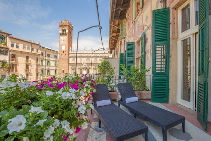 Rosa Suite with Panoramic Terrace - Piazza Erbe