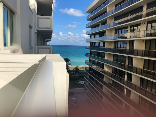 Oceanfront 2BR unit with Ocean Views in Surfside