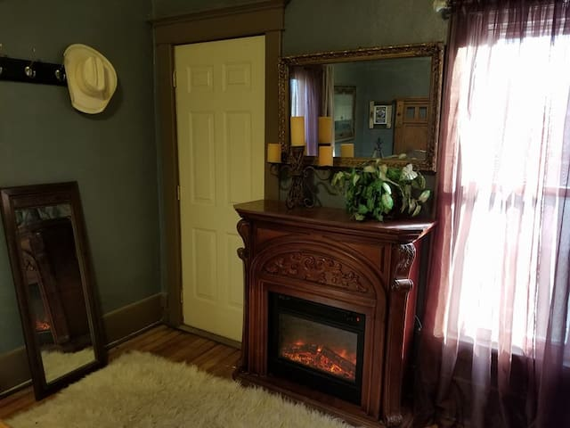 Upper level north bedroom electric fireplace > $89 per night