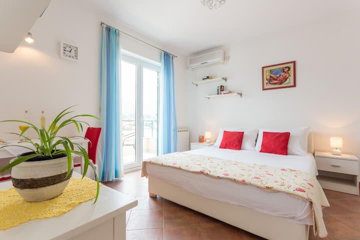 Apartment Julia with sea views