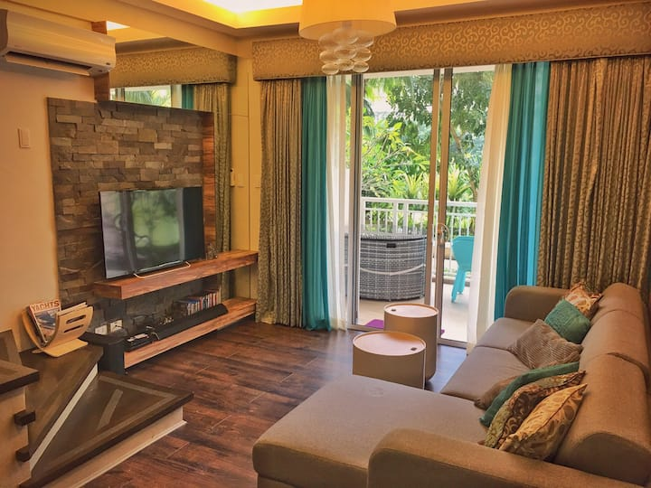 2BR Luxurious, Loft Type unit at Pico De Loro