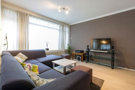 Very central & bright apartment - Groningen