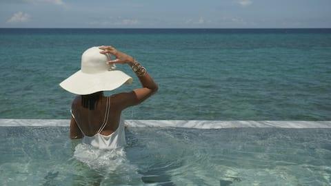 HOUSE ON THE SEA. Enjoy the sea enjoying Havana