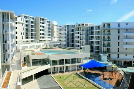 Spacious 2 bedroom new apartment - Turrella - Apartment