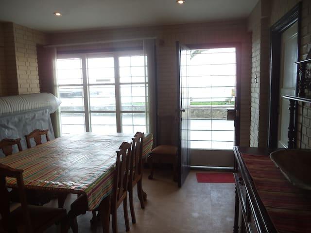 Duplex con vista directa al mar - Ancón - Apartamento