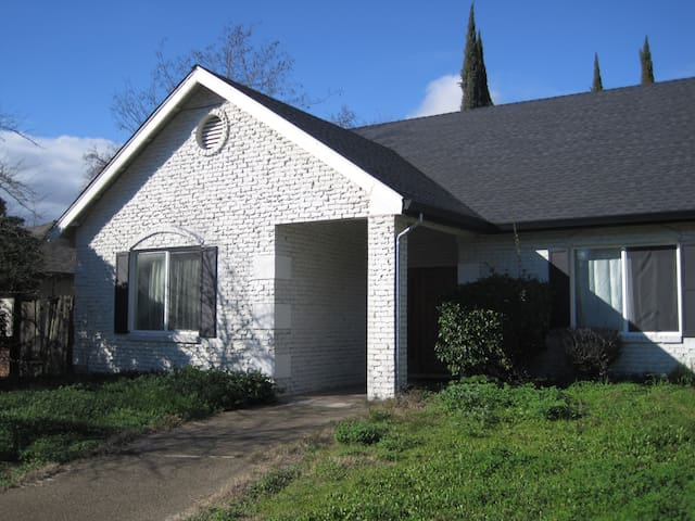 Beautiful 2 Bedroom Suite with Private Entrance A - Citrus Heights