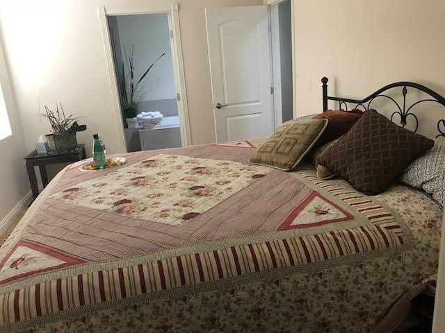 La Jolla Private suite Private room & bathroom