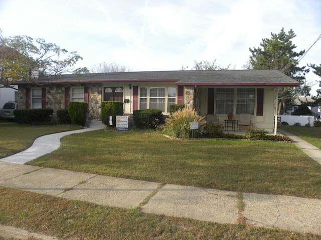 Private, Spacious, 1.5 Blocks to the Beach - Wildwood - House