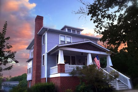 Renovated Historic Glenwood Studio ~ 2mi 2 DWNTWN - Bed & Breakfast