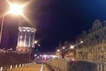 chateau d'eau et gare, vus de nuit !