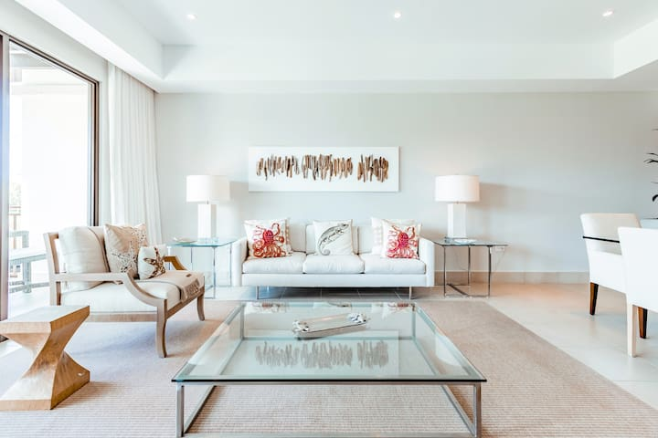 Villa Palacio | Sophisticated 3 bedroom resort villa with golf views and beach club access