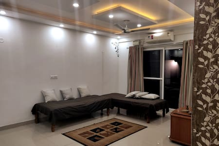 Luxury Home Stay for 6, near Airport & Manyata