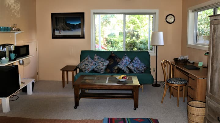 CHESTNUT HIDEAWAY - Luxury Suite Affordable Price