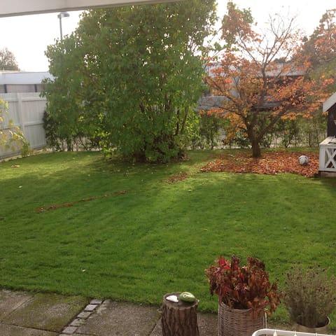 Hus med lille have tæt på naturen - Herlev
