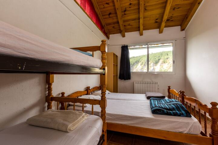 Alberg La Solana - 1 - Quadruple Room (4 Adults) - Salàs de Pallars