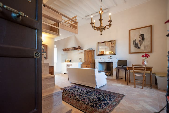 Loft on a Medieval Square - Sutri - Daire