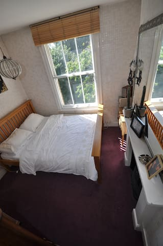 Queen-size bed, London Victorian hm - Isleworth