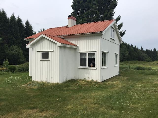 Bölabro Gård B&B - Hajom - Stuga