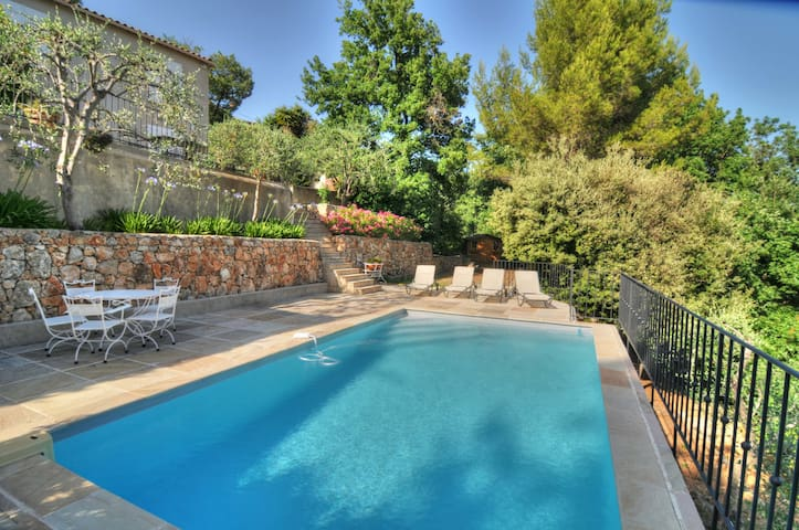 Stunning villa with pool, A/C, BBQ area, boules