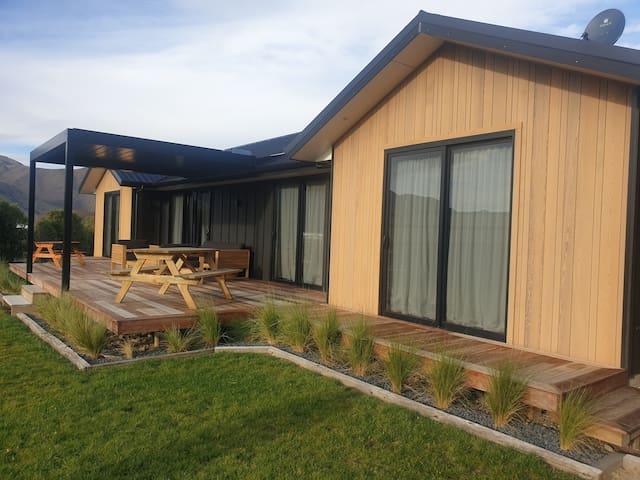 Stunning brand new house, Otematata