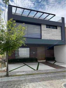 Hermosa Casa entera en zona exclusiva de puebla