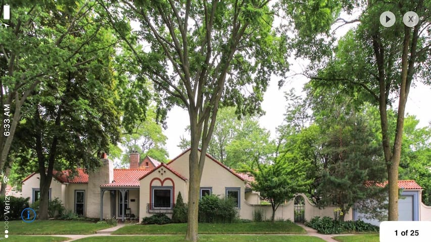 Charming Mediterranean style home - Whitefish Bay - Дом