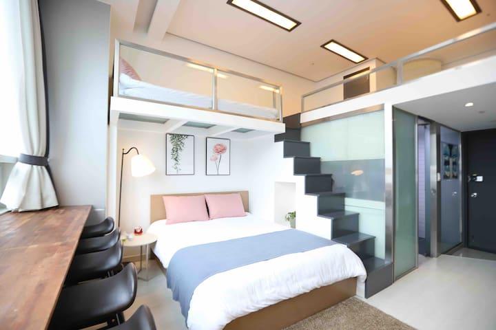 [Near Myeongdong] NEWLY Remodeled room : Free egg