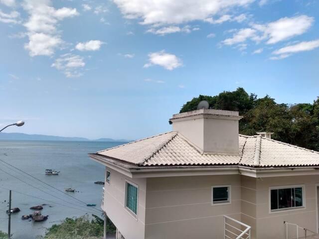 Casa c/vista para o mar, em Governador Celso Ramos