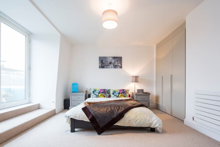 Master Bedroom Suite in Battersea Penthouse - Londres