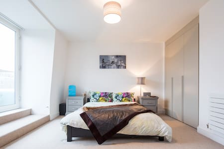 Master Bedroom Suite in Battersea Penthouse - Λονδίνο - Διαμέρισμα