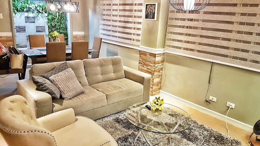 Cozy 2BR with Parking - Mandaluyong - Appartement en résidence
