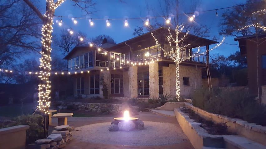 Charming Hill Country Loft near Lake Austin