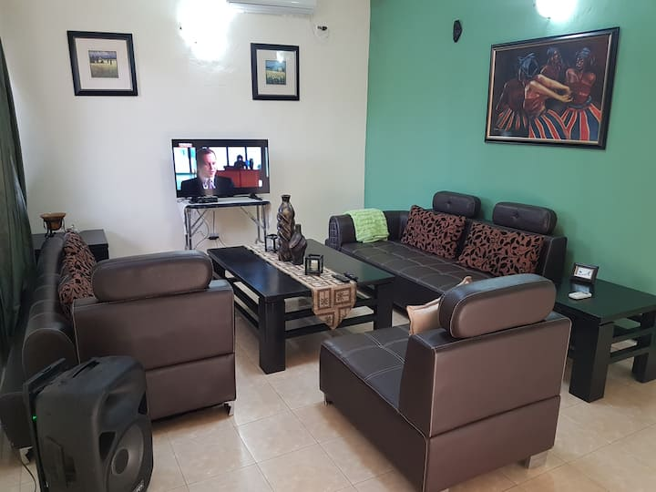 Tasteful 2 BR + 1 bath duplex in Sinkor, Airfield