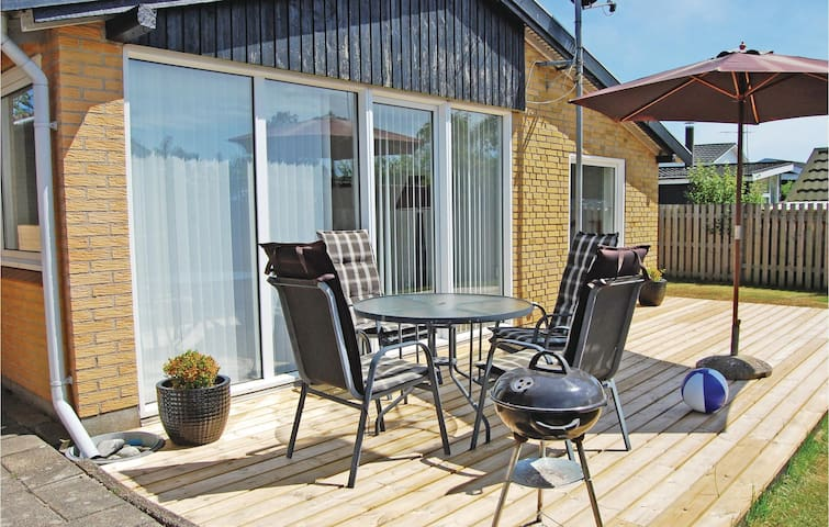 Holiday cottage with 2 bedrooms on 76 m² in Juelsminde