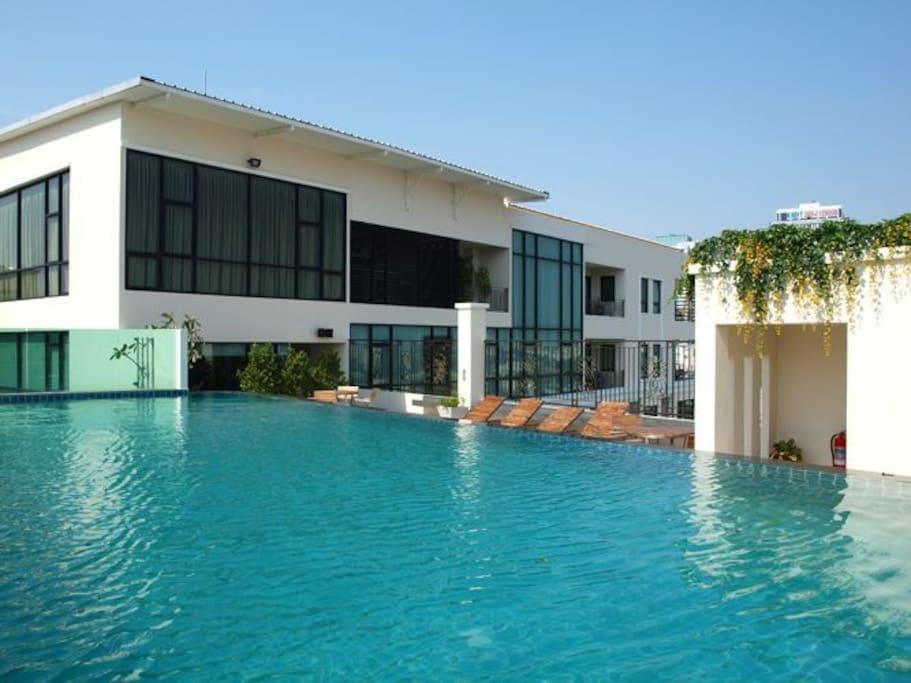 游泳池swimming pool 需要额外付费