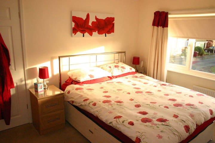 2 double rooms in Poynton, Cheshire