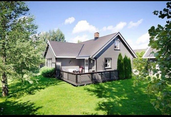 Landlig hus i fredelig område - Løten - Hús