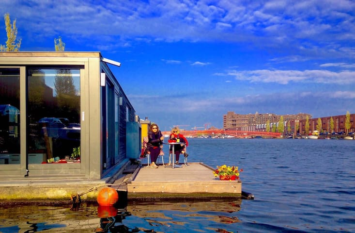 Luxurious houseboat 10 min to Central Station