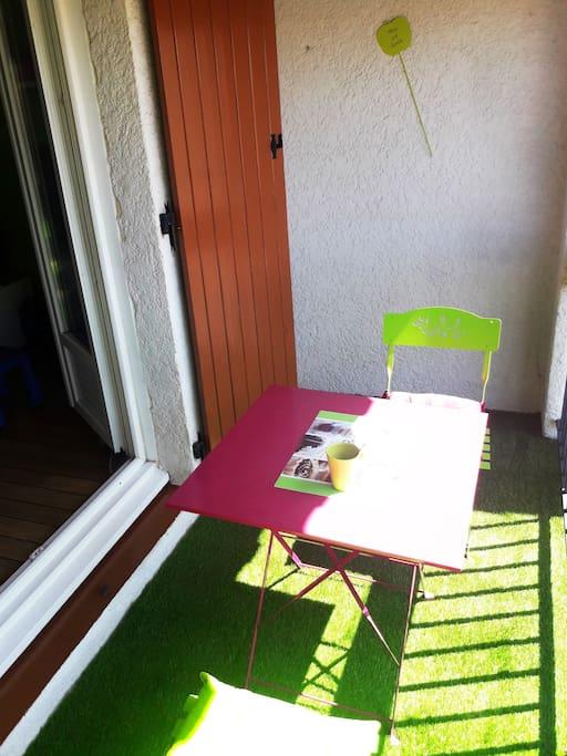 un pti déj au soleil pour bien commencer la journée :)
