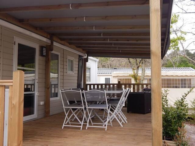 mobilhome camping les go lands en bord de bassin bungalows louer ar s gironde france. Black Bedroom Furniture Sets. Home Design Ideas