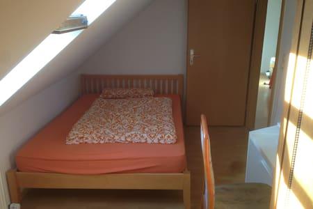 Schönes Zimmer am Kurpark - Στουτγκάρδη - Διαμέρισμα
