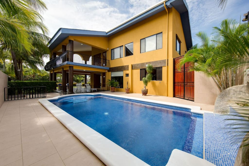 Elementos del Sur, shared pool for entire property